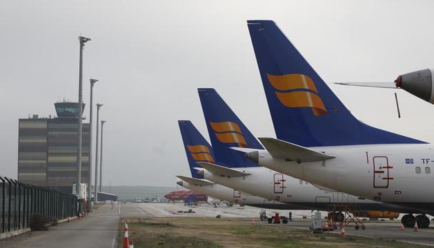 Aviones de la flota de Icelandair estacionados a principios de este año en Alguaire.