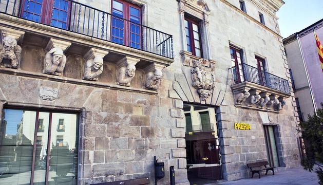 La façana de la Paeria de Cervera, un dels municipis sense romanents.