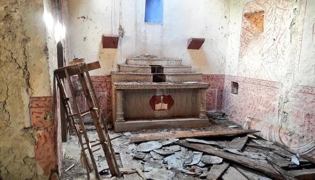 La iglesia de Sant Serni d'Àrreu presenta este lamentable estado de conservación.