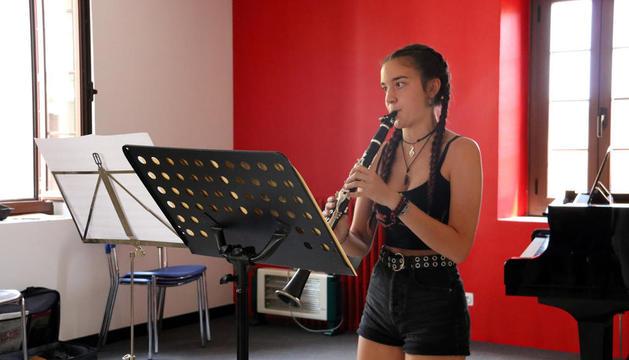 Una alumna de clarinete, durante una clase de esta edición de la AIMS de Solsona.