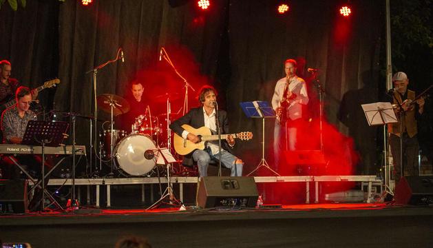 El cantautor La Figuerosa, durante el concierto de presentación de 'Anartista' en la capital del Urgell.