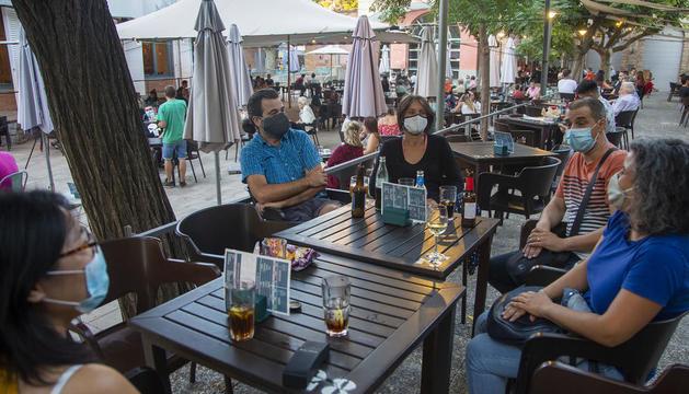 Fotografia feta ahir de diverses terrasses a la plaça Ricard Viñes de Lleida.