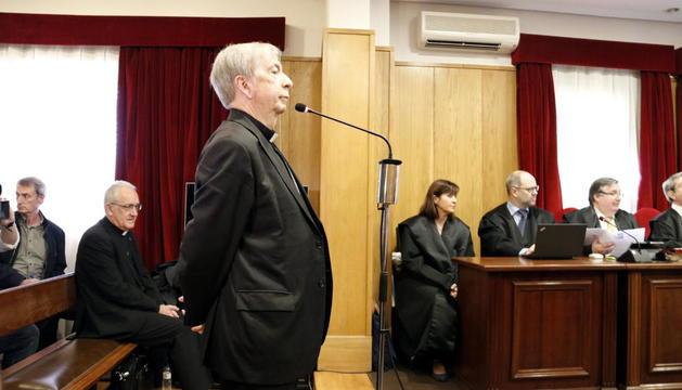 El obispo de Lleida, Salvador Giménez, en el juicio celebrado en Barbastro en mayo de 2019.