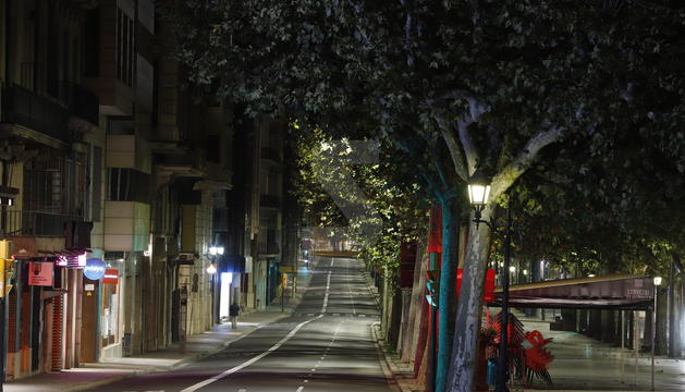 L'avinguda Francesc Macià i la rambla Ferran de Lleida, ahir després del toc de queda.
