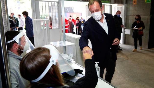 Sandro Rosell no va faltar a la cita amb les urnes.