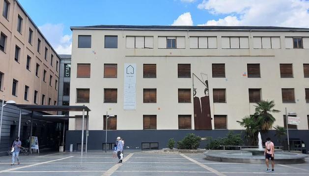 La escuela está ubicada en el centro cultural Les Monges.