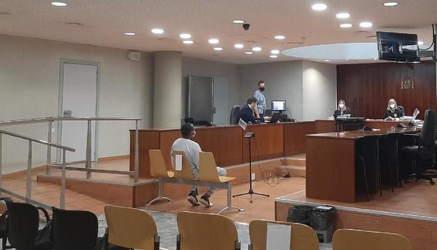 El acusado durante la celebración del juicio ayer en la Audiencia de Lleida.