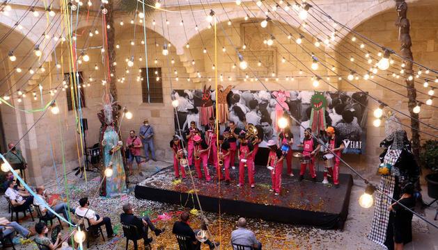 El patio del IEI se convirtió en el escenario del acto inaugural de la Festa Major.