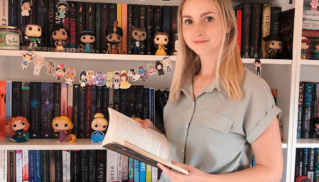 """Judith Serra """"Rebo missatges cada dia de gent que compra els llibres que mostro al meu perfil"""""""