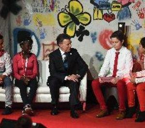 Santos ressalta que els nens són l'objectiu principal del procés de pau a Colòmbia
