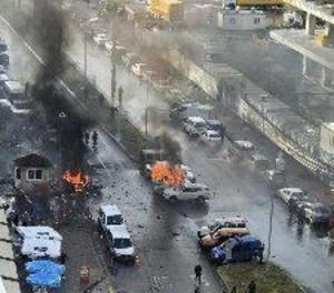 Deu ferits i dos atacants abatuts per la policia després d'una explosió a Turquia