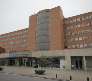 Façana principal de l'hospital Arnau de Vilanova.