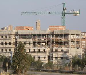 Una construcció de pisos a Lleida.