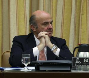 El ministre d'Economia, Luis de Guindos, durant la seua compareixença avui en la comissió corresponent del Congrés dels Diputats