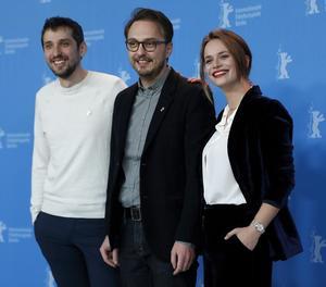 El romanès Calin Netzer (centre) i els actors d''Ana, mon amour'.
