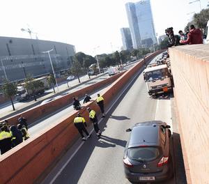 Els Mossos d'Esquadra han detingut aquest matí el conductor d'un camió de butà robat que circulava contra direcció per la Ronda Litoral de Barcelona