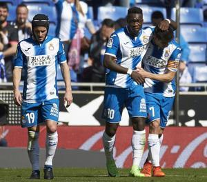 Piatti i Caicedo, abraçat a Gerard Moreno, després d'un dels gols.