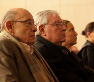 El expresidente del Palau de la Música, Félix Millet (i), junto al exdirector administrativo del Palau de la Música, Jordi Montull (2i), y la hija de éste y exdirectora financiera de la entidad, Gemma Montull (3i), al comienzo del juicio por el expolio del Palau de la Música