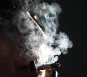 Els joves espanyols comencen a fumar entre els 14 i els 18 anys