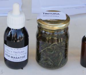 Olis i tintures fets amb cànnabis amb fins terapèutis.