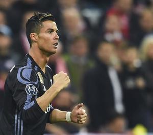 Cristiano Ronaldo celebra un dels seus dos gols, que van derrotar els alemanys.
