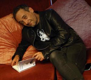 Santi Balmes, cantant de Love of Lesbian, en la presentació del seu nou llibre, 'Canción de Bruma'.