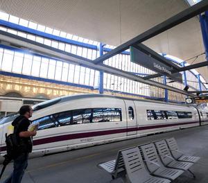 Un tren AVE a l'estació Lleida-Pirineus.