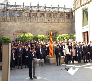 El president i els consellers han signat un document de compromís amb el referèndum.