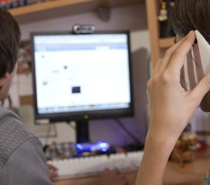 Joves usuaris d'internet.