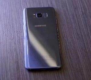 El Samsung Galaxy S8 s'estrena aquest divendres amb el seu assistent virtual a mig gas