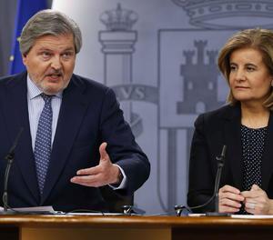 Els ministres Méndez de Vigo i Fátima Báñez a la roda de premsa posterior