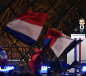 Macron pronuncia el seu discurs davant del Louvre després de guanyar les presidencials de França.