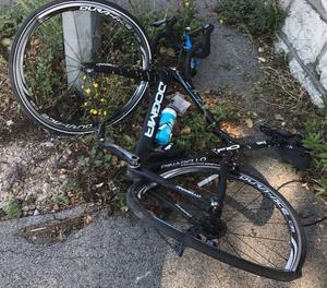 Estat en què va quedar la bicicleta de Froome.