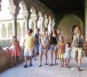 Imatge d'arxiu de turistes a la Catedral de la Seu d'Urgell