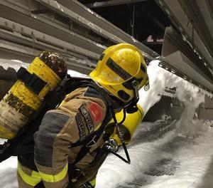 Els Bombers també han treballat aquest dimarts en un incendi  en una empresa de Viladecavalls que ha afectat extractor fums i una fosa de recollida de pintures i dissolvents. En aquest cas no hi ha hagut ferits.