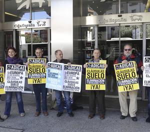 Una protesta per demanar la retroactivitat total de les clàusules terra