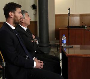Lionel Messi i el seu pare el dia del judici a l'Audiència de Barcelona.