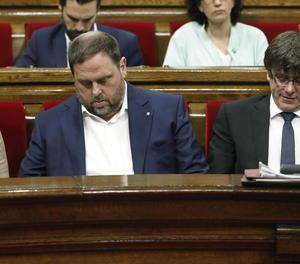 El president de la Generalitat, Carles Puigdemont; el vicepresident del Govern i conseller d'Economia, Oriol Junqueras, i la consellera de la Presidència, Neus Munté, durant la sessió de control parlamentari a què se sotmet el president.