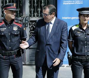 El conseller d'Interior, Jordi Jané, ha presentat els nous uniformes.