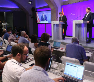 El president de la Generalitat de Catalunya, Carles Puigdemont, amb el vicepresident Oriol Junqueras