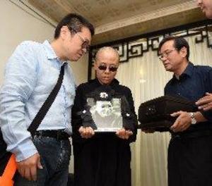 El nobel Liu Xiaobo és incinerat en una cerimònia