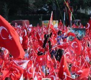 Una multitud recorda a Istanbul el primer aniversari del fallit cop