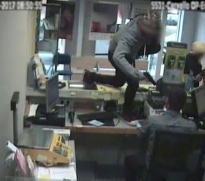 Un dels atracament a les oficines de Correus.