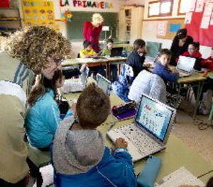 Els nens haurien de fer vacances també d'internet, segons els pedagogs