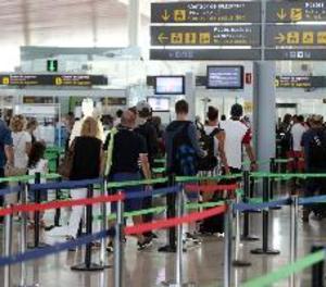 Normalitat a El Prat a l'espera de la reunió del Consell de Ministres