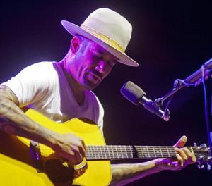 Ben Harper, durant el concert que va impartir dilluns passat al Festival de Cap Roig.