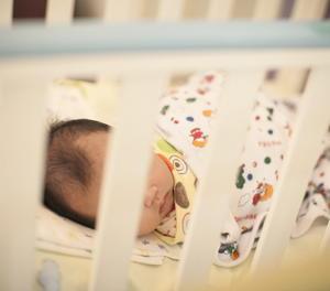 Un nadó