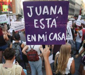 Una concentració en suport a Juana Rivas