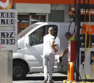 Els preus dels carburants baixen lleugerament després de 5 setmanes a l'alça