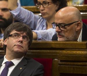El president de la Generalitat, Carles Puigdemont, i el portaveu de